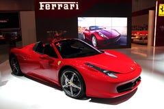 Affichage du Salon de l'Automobile de Dubaï NOVEMBER-14-2011 Ferrari Photographie stock libre de droits
