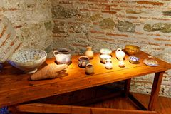 Affichage en céramique d'objets façonnés, tour blanche, Salonique, Grèce photos libres de droits