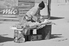 Affichage fait par personne dans le taudis de Mondesa Photo libre de droits