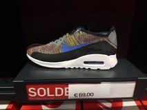 Affichage multicolore de Nike Air Max Shoe On images libres de droits