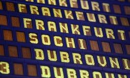 Affichage numérique à l'aéroport Photographie stock libre de droits
