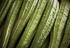 Affichage organique de gombo au marché Photographie stock