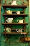 Affichage rustique de la poterie Photo stock