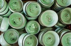 Affichage traditionnel de cuvette de bazar dans la vue sup?rieure de magasin photo stock