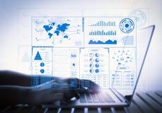 Affichage virtuel avec le carnet d'ordinateur Photographie stock libre de droits