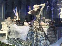Affichages de fenêtre de vacances chez Saks Fifth Avenue à New York Photographie stock