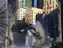 Affichages de fenêtre de vacances chez Saks Fifth Avenue à New York Image libre de droits
