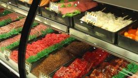 Affichages de nourriture fraîche sur un marché (4 de 6) clips vidéos