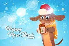 Affiche de bonne année avec le chien en Santa Hat Holding Gift Box Photo stock