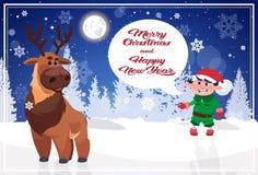 Affiche de Joyeux Noël et de bonne année avec des caractères de vacances dans la forêt d'hiver Photographie stock libre de droits