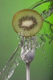 Affiche de santé de vert de concept de l'eau de fourchette de kiwis Images libres de droits