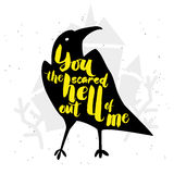 Affiche de typographie avec le corbeau et le château Veille de la toussaint heureuse Main d Photo libre de droits
