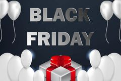 Affiche de vente de Black Friday avec les ballons brillants sur le fond foncé avec le boîte-cadeau photos stock