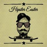 Affiche de vintage de Pâques de hippie avec l'oeuf sur la planche à roulettes. Image libre de droits