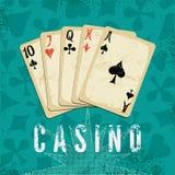 Affiche grunge de casino de style de vintage avec jouer des cartes Rétro illustration de vecteur Photographie stock libre de droits