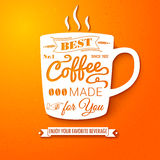 Affiche met koffiekop op een heldere vrolijke achtergrond. Stock Afbeeldingen