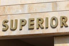 Affiche met tekst 'Meerdere 'in het Spaans stock afbeelding