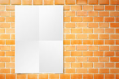 Affiche noire de livre blanc accrochant au mur de briques orange grunge, Tem photo libre de droits