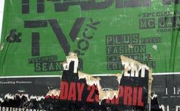 Affiche verte déchirée de mur Image libre de droits