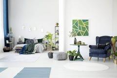 Affiche verte dans l'espace ouvert Photos stock