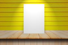 Affiche vide dans le mur en bois et la pièce en bois de plancher, calibre M Images stock