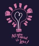 Affiche voor de dag van de valentijnskaart met lightbulb en hart in schetsstijl Royalty-vrije Stock Afbeeldingen
