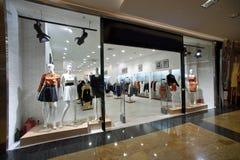 Afficher-hublot d'une boutique femelle Photo libre de droits