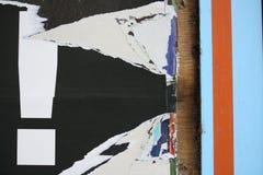 Affiches déchirées avec la marque d'exclamation images libres de droits