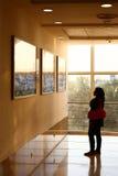Affiches de observation d'affichage de femme indien Photographie stock libre de droits