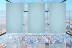 Affiches vides dans la chambre en verre Image libre de droits