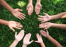 Affichez-moi vos mains ! image libre de droits