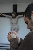 Affichez une croix religieuse image stock