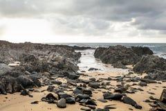 Affilez les roches en plage de Conran de cap image stock