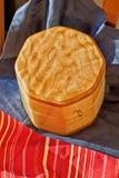 Affinez le travail du bois dans l'érable piqué Photographie stock libre de droits