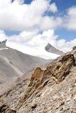 Affioramenti della roccia del granito veduti dalla La di Khardung (passaggio), Ladakh Immagine Stock Libera da Diritti