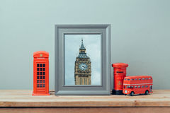 Affischåtlöje upp mall med det London telefonbåset och stora Ben Tower Resa och turism Royaltyfria Foton