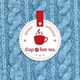 Affisch för en vinteraktivitet Kopp av varmt te som ett vinternöje Arkivbilder
