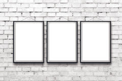 Affisch för tre tom vertikal målningar i svart ram arkivbild