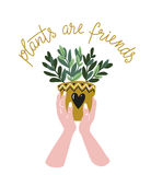 Affisch med kvinnahänder med den hem- tropiska växten och text - `-växter är vän`, Hand tecknad vektorillustration royaltyfri illustrationer
