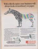 Affisch som annonserar digital Ricoh och färgefteraparemaskinen i tidskrift från 1992 royaltyfri bild