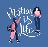 Affischen med handskriven bokstäver`-rörelse är liv`, Bakgrund med nätta unga kvinnor också vektor för coreldrawillustration stock illustrationer