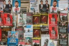 Affischer av sceniska stycken i den Avignon festivalen Royaltyfria Bilder