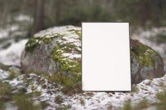 Affischmodell på naturbakgrund stock illustrationer