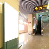 Affischtavla för mellanrum för Hall gångtunnelstation Arkivfoto