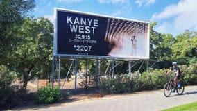 Affischtavla för rappareKanye West konsert i Israel arkivbild