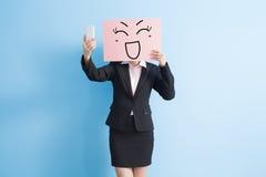 Affischtavla för tagande för affärskvinna arkivfoton