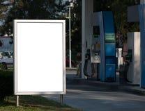 Affischtavla på bensinstation Royaltyfri Bild