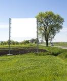 Affischtavla på grönt fält Royaltyfri Fotografi