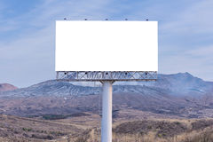 affischtavlamellanrum på bygdvägen för annonsering av bakgrund Royaltyfria Foton