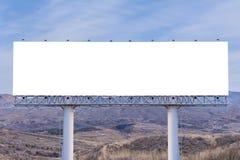 affischtavlamellanrum på bygdvägen för annonsering av bakgrund Arkivbild